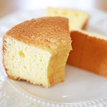 シンプル材料でそれだけでもおいしい☆ふわしゅわ簡単シフォンケーキ(17センチ焼き型レシピ)