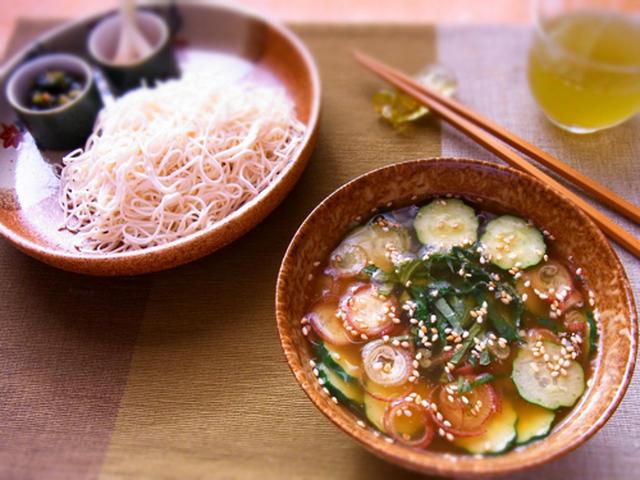 鮭の中骨缶で冷や汁豆腐素麺