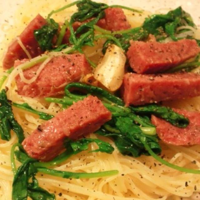 イタリアンサラミとルッコラのスパゲッティ