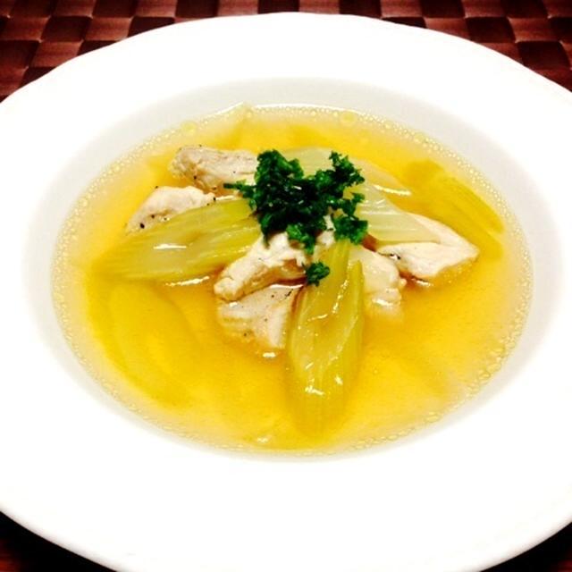鶏肉とセロリのコンソメスープ