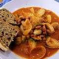 ダッチオーブンでこねないパン ~ シーフードトマトスープ
