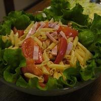 マ・マー早ゆでサラダペンネでトマトのサラダ