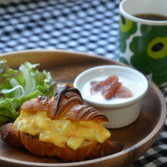 朝カフェ♪クロワッサンで玉子サンド