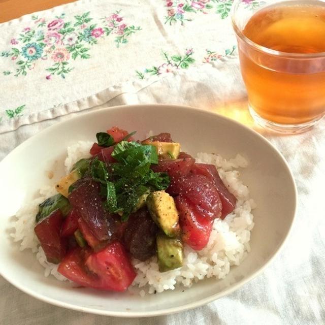 マグロアボカドトマトの夏丼