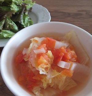 5分でできちゃう白菜とトマトのコンソメ煮。