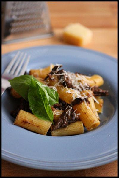 牛すね肉赤ワイン煮込みのリガトーニ
