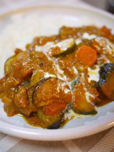 トマトベースでちょい甘めのスパイシー夏野菜カレー風