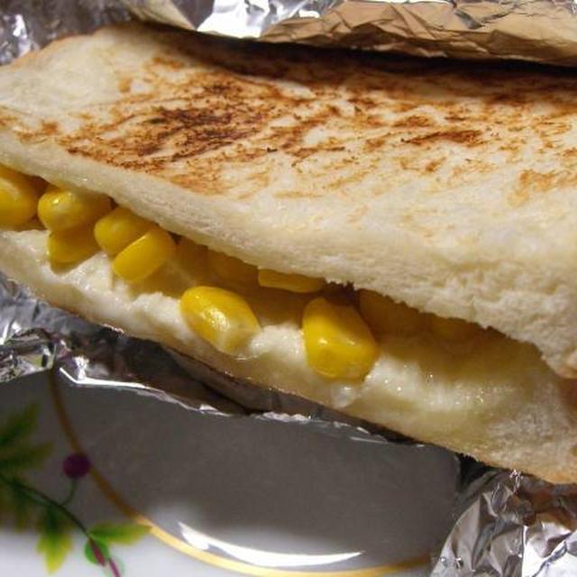 チーズとコーンマヨネーズのホットサンド