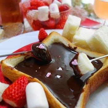 食パンでチョコレートフォンデュ♪おうちバレンタイン