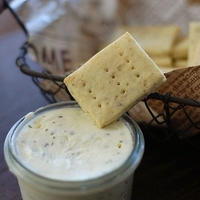 ハーブ入り豆乳クラッカー&ハーブクリームチーズ