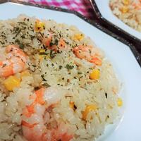 【レシピ】エビとコーンのバジル風味ピラフ ~#炊飯ジャーまかせ#簡単#カフェ風#子供大好き~