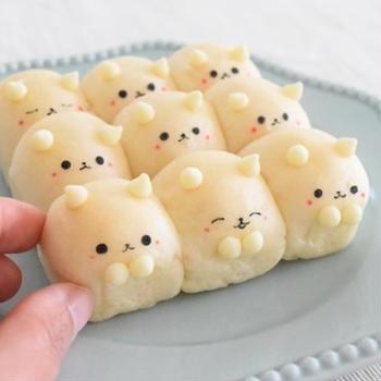セリアのブラウニーケーキ型で♪白ねこちぎりパン♡