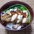 ピリ辛本格中華風鶏肉の煮込み丼