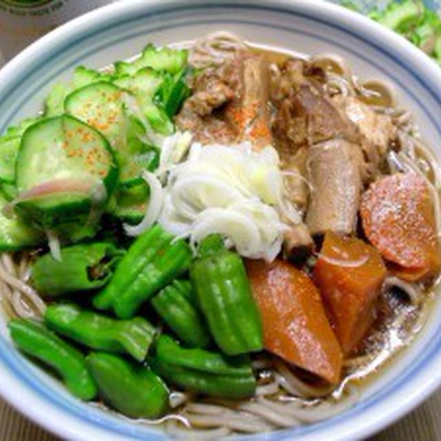 骨付き豚バラ肉と夏野菜の冷たい蕎麦【カモン!ゴーヤ】