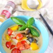 ゴロゴロ野菜のココナッツカレースープ