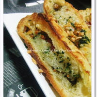 Garlic bread of bread of basil and bacon*
