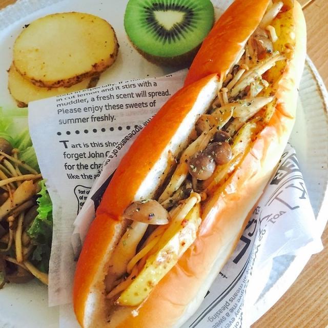たっぷりきのことベイクドポテトのサンドイッチ