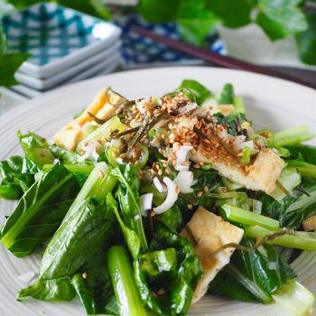 【レンジで2分】シャキッと美味しい小松菜と油揚げのボリュームうま塩ナムル