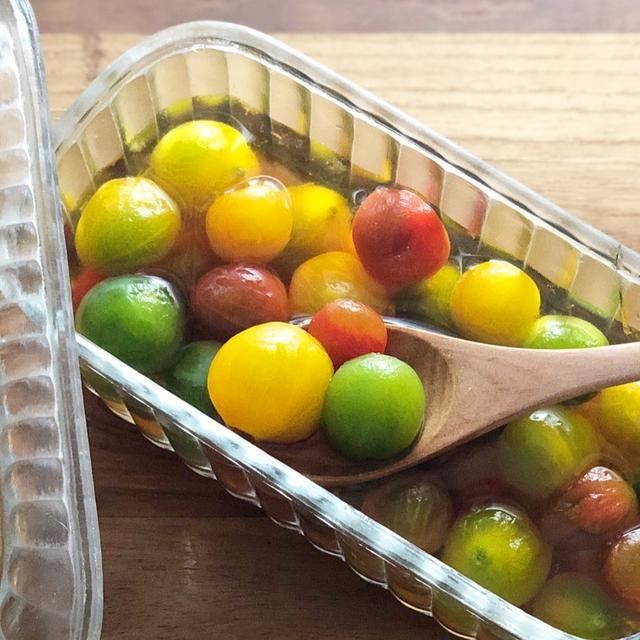 「ミニトマトの白だしピクルス」と、トマトの皮の簡単なむき方
