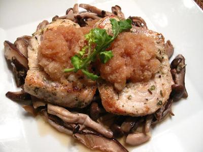 メカジキのポン酢みぞれソース、蓮根の海老はさみ揚げ、バジルとトマトの夏パスタ