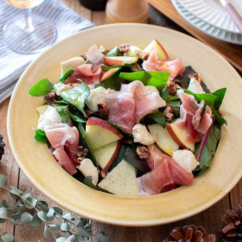 生ほうれん草と生ハムのサラダ。パーティーやおもてなしの前菜に。【農家のレシピ帳】