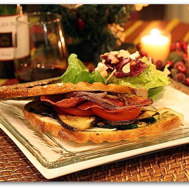 グリル野菜とドライセサミのパニーニサンド