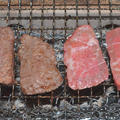 マルシン(愛知県産黒毛牛モモかたまり)の炭火焼