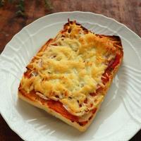 スイートバジルで簡単ピザソース☆サラミのピザトースト