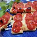 のせる順番を変えたらめちゃウマに♪ 油揚げでトマトピザ