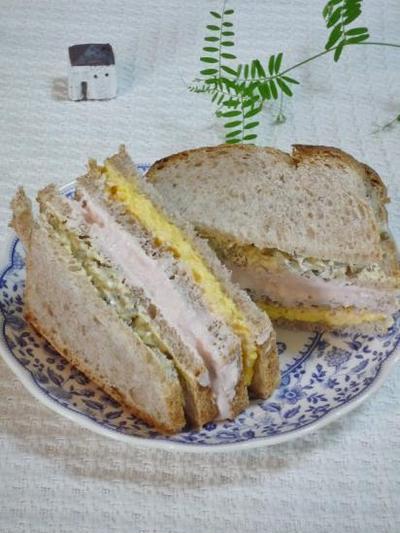 全粒粉のパンでハム・ムースサンド
