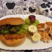 フィッシュサンド&チキンナゲットの朝食 と 定価で食べたラーメン&餃子(^-^;