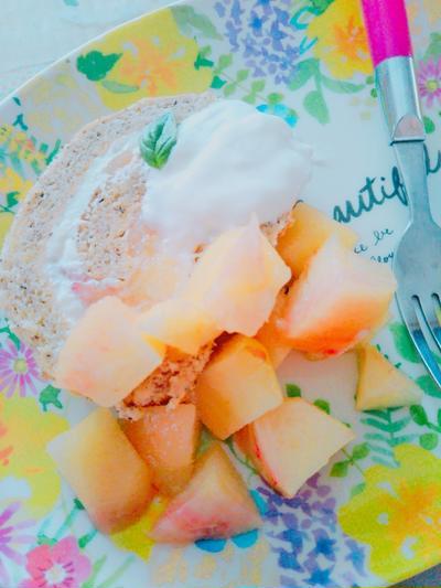 アールグレイ🍑桃ロールケーキ