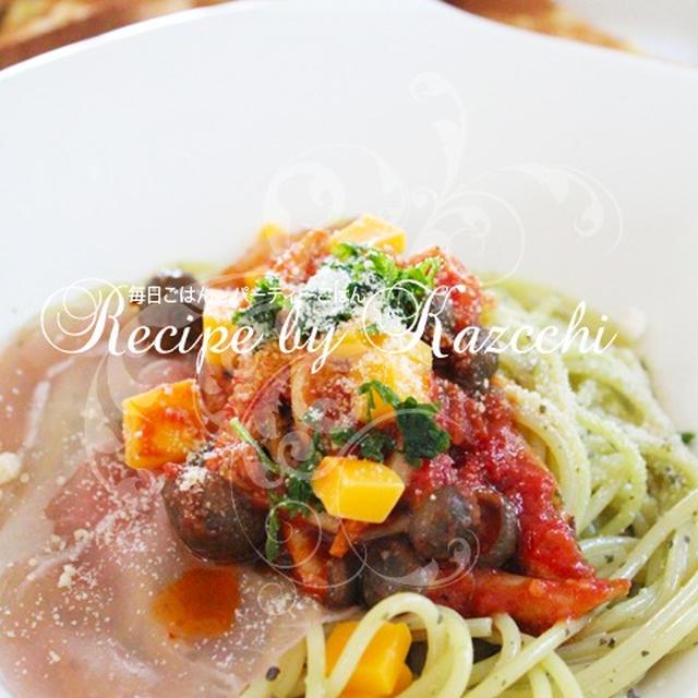 ジェノベーゼのパスタ 生ハムと野菜とトマトソース