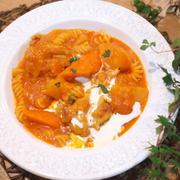 鶏手羽元とゴロゴロ根菜のパスタ煮込み