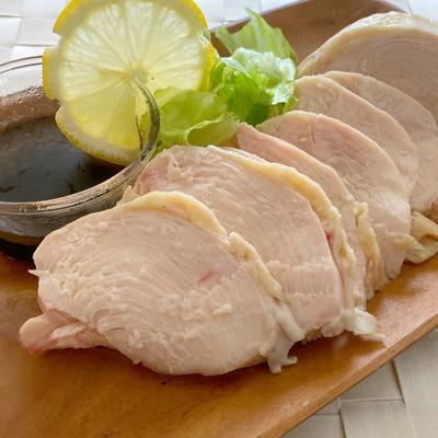 鶏胸肉で!ジューシー鶏ハム【炊飯器で簡単ヘルシーレシピ】