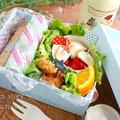 折り紙で巻くと可愛い♡しっとりササミとキュウリの『ハニー梅バターサンド』のお弁当