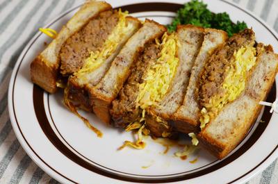 びっくりドンキーハンバーグでハンバーグサンドイッチ**