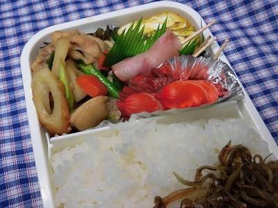 今日のお弁当・・鶏肉とレンコンのすき焼き風 ~♪