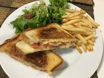 トマトとチーズのホットサンド Grilled Cheese and Tomato Sandwich