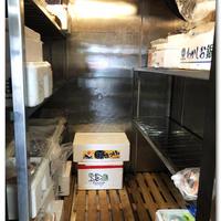 魚屋の冷凍庫の霜取りと早仕舞い