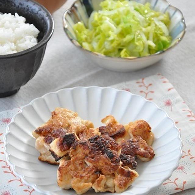 ボリューム満点!鶏肉と麩の揚げ焼きと簡単サラダの献立