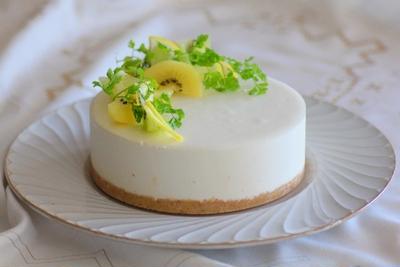 夏のビタミンスイーツ レモンとキウイのムースケーキ