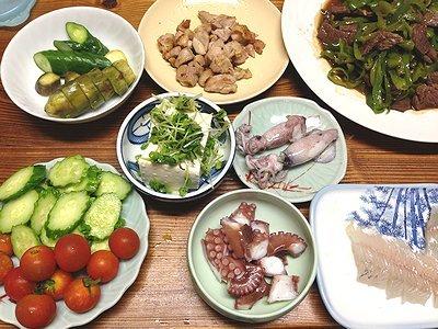 チンジャオロースがメインの晩ご飯のはずが・・・焼き鮭弁当。お澄ましきなこ
