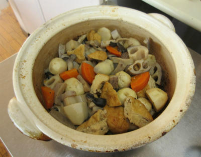 根菜の煮物と蒸し枝豆。素材の甘味が引き出されて格別!