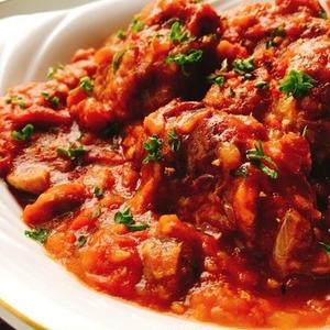 食べ応え抜群!旨味たっぷり「鶏肉のトマト煮」