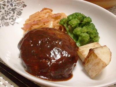 ♪ハンバーグ・添え)ナポリタン、長芋、ブロッコリー・おくら・サラダ・♪