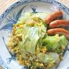 こんがりソーセージにセロリとレタスのガーリック炒飯