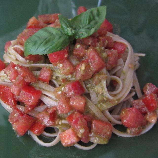 トマトマリネとバジリコペーストのパスタ=ポルトフィーノ