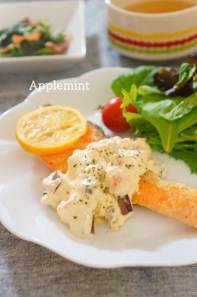 鮭のムニエル自家製彩り野菜タルタルソース