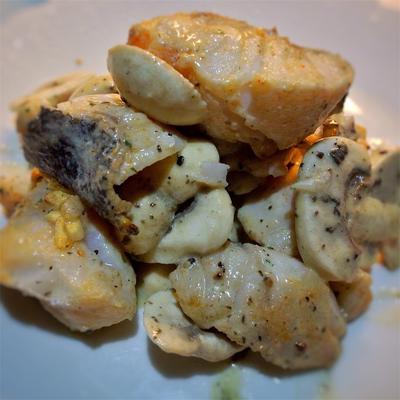 鱈とマッシュルームのアイヨリ風サラダ